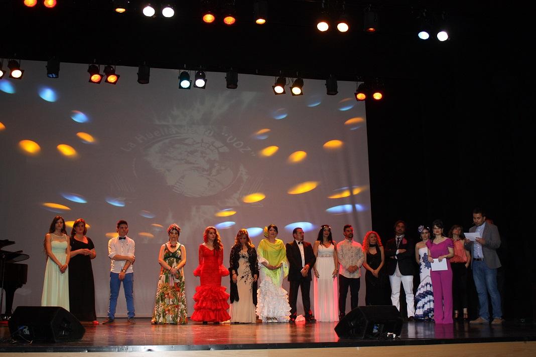 La Huella de tu voz-participantes en el escenario