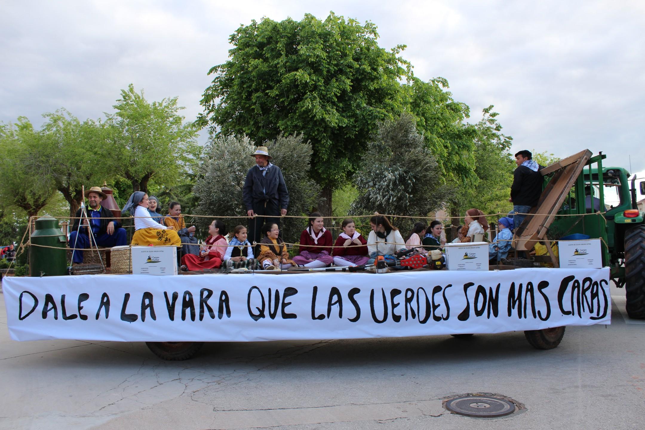 Los agricultores infanteños celebran su patrón San Isidro con carrozas, tractores y caballos