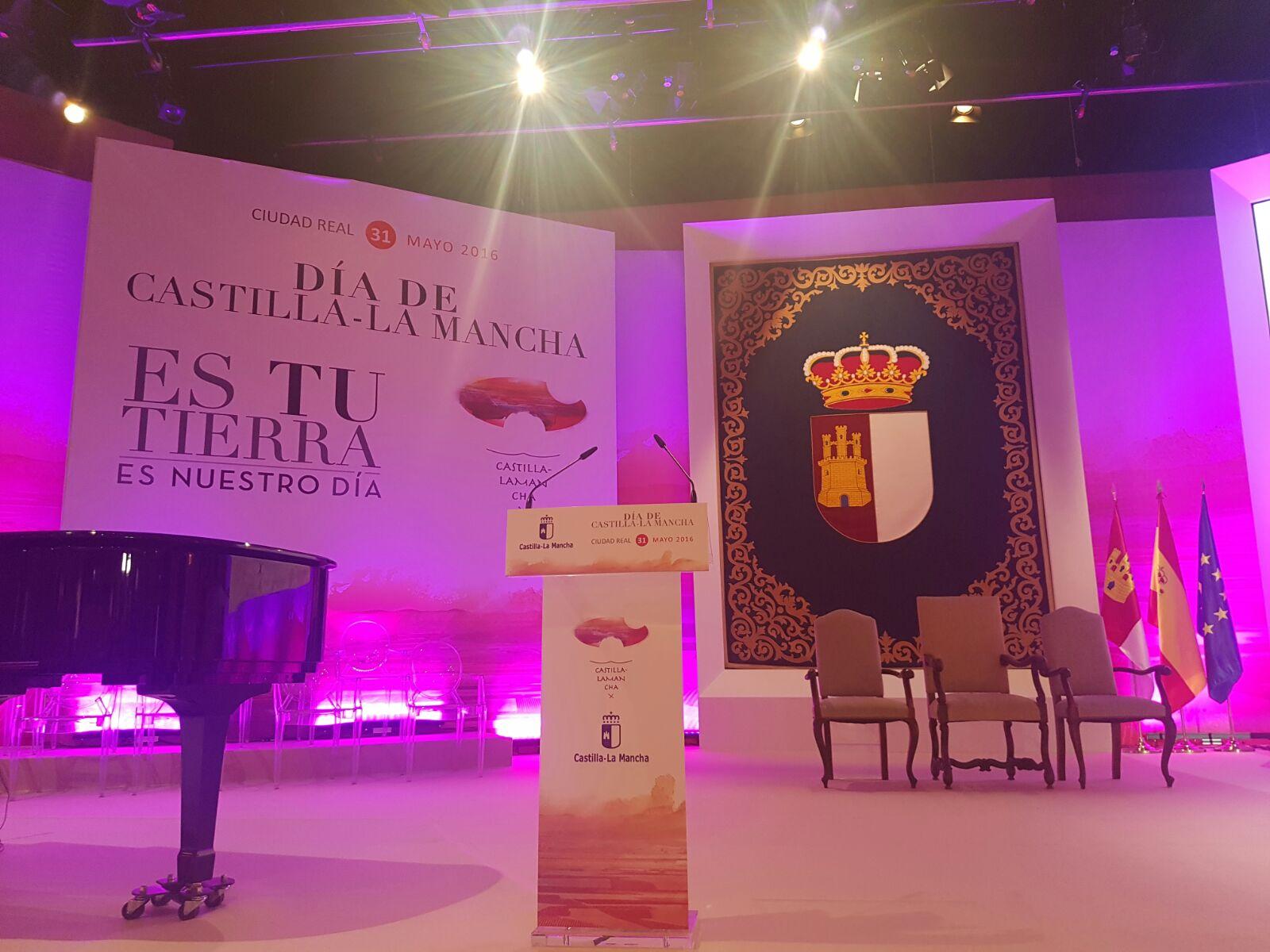 Retransmisión en directo del Acto Institucional del Día de Castilla-La Mancha, desde el Paraninfo 'Luis Arroyo' de la Facultad de Ciencias Sociales de la UCLM (Ciudad Real)