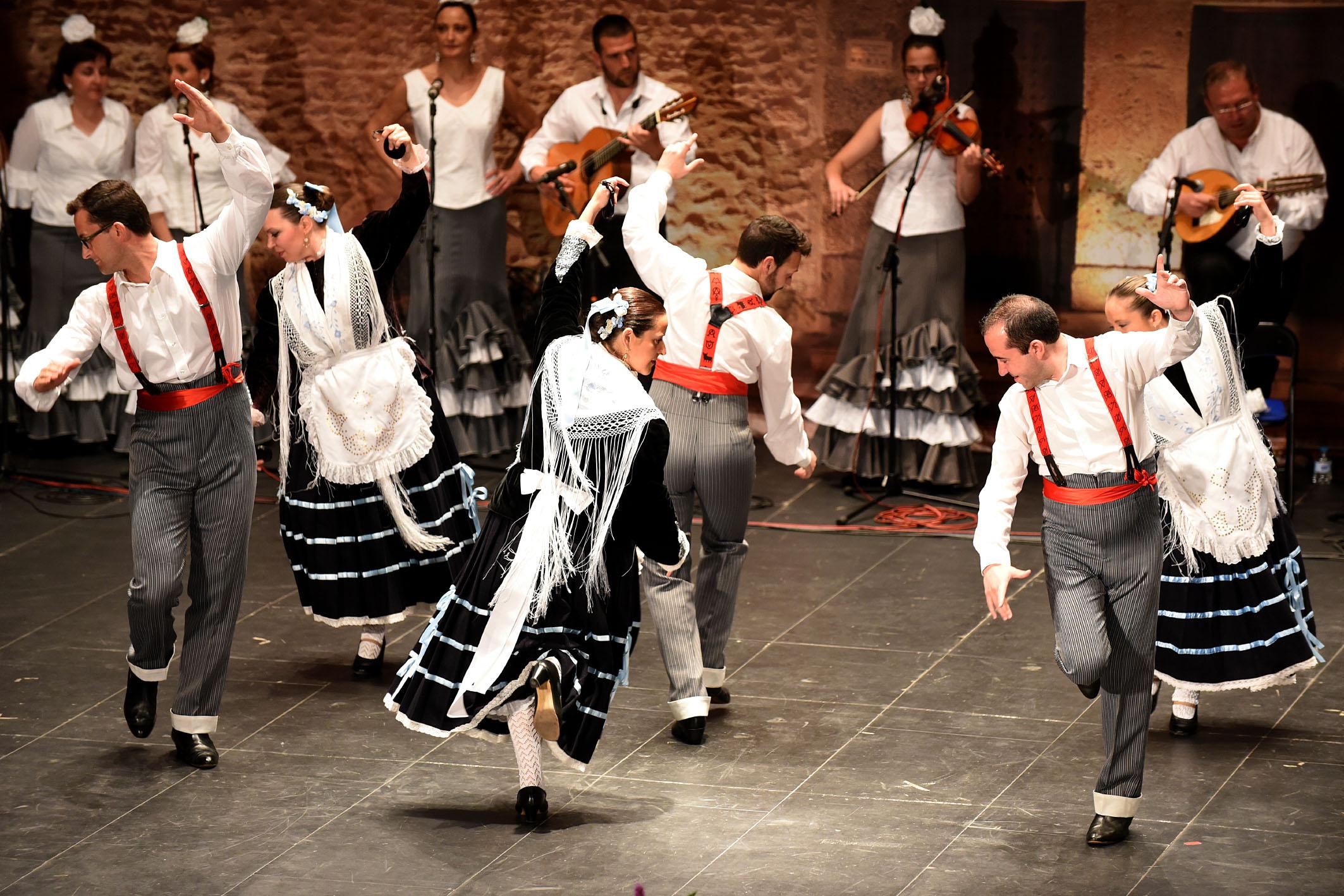 Seguidillas y sevillanas se fundieron en el XIX Festival de Mayos Manchegos