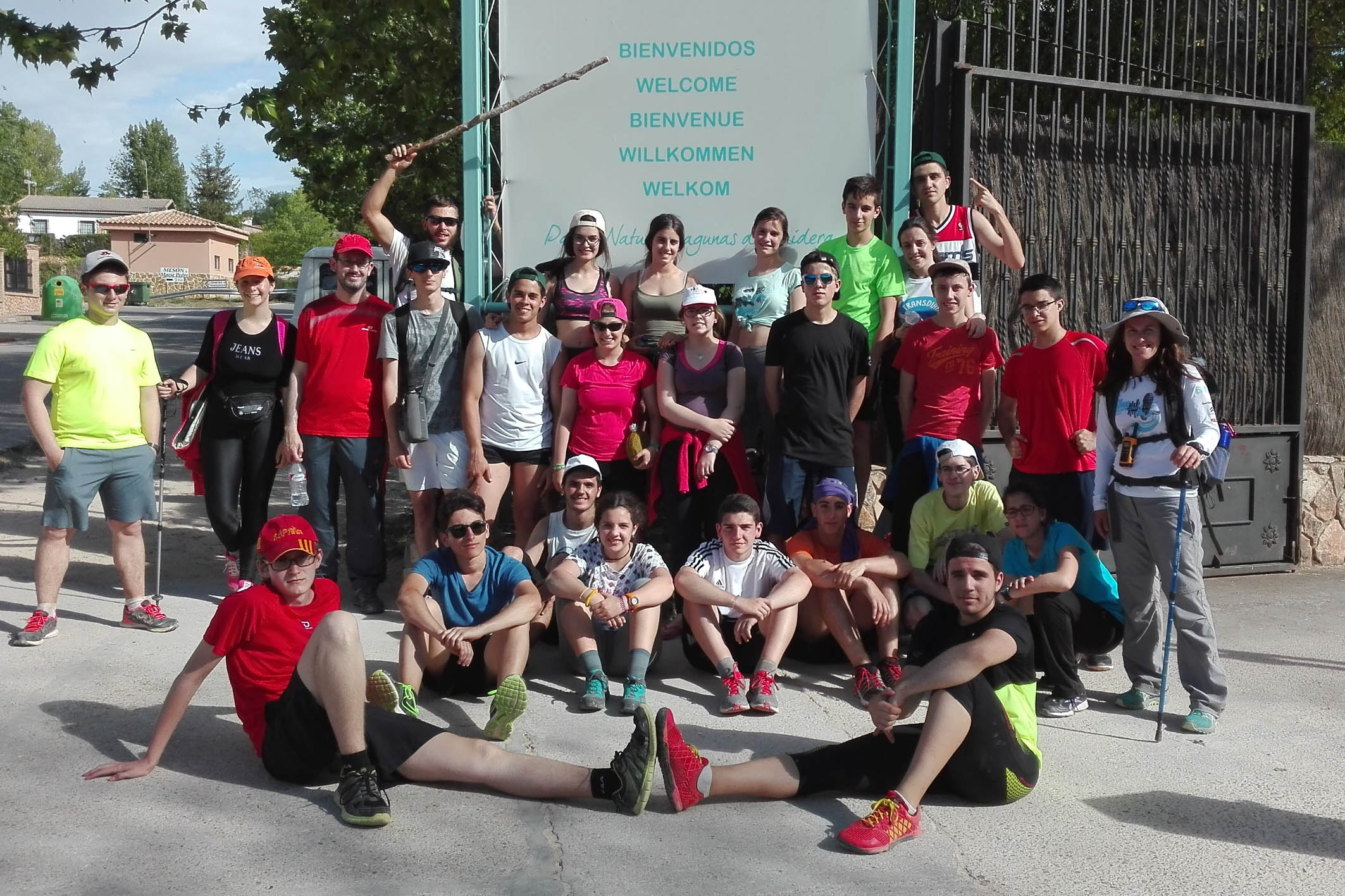 Más de treinta alumnos del IES 'Vicente Cano' participan en la acampada de primavera