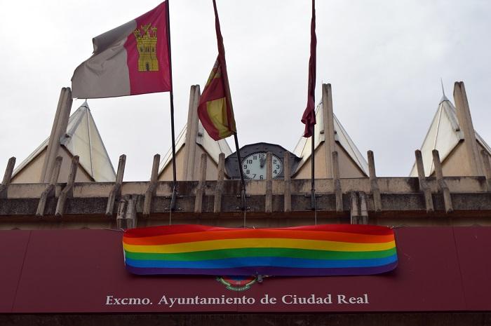 Bandera del Orgullo Gay en el Ayuntamiento de Ciudad Real