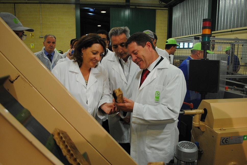 García-Page y Martín visitaron las instalaciones de la empresa valdepeñera Gruart La Mancha