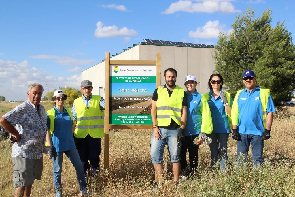 I Jornada Solidaria de Limpieza Ambiental junto a voluntarios de Obra Social La Caixa