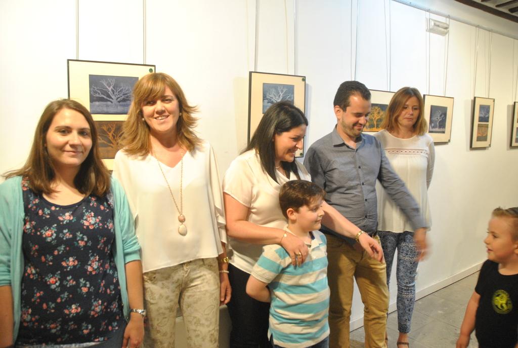 Inés Losa, en el centro, junto al concejal de Cultura, Raúl Zatón.