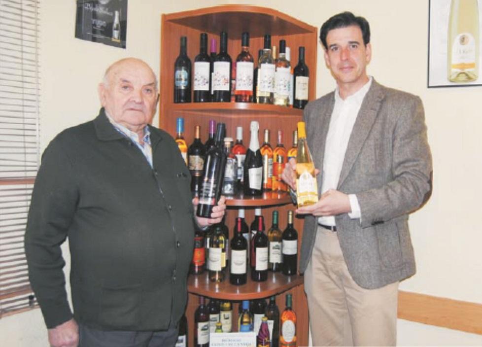Javier Ruiz García, gerente de la empresa, junto a Franco López Álvarez, uno de los más veteranos