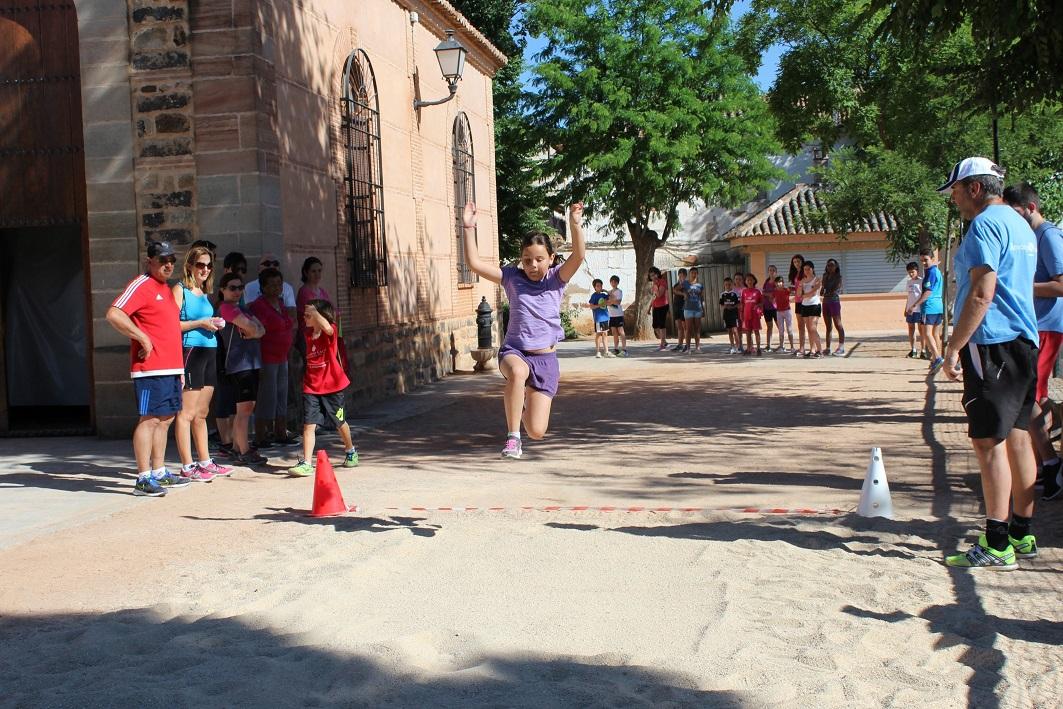 Alrededor de un centenar de escolares participan en la XIII Jornada de Atletismo