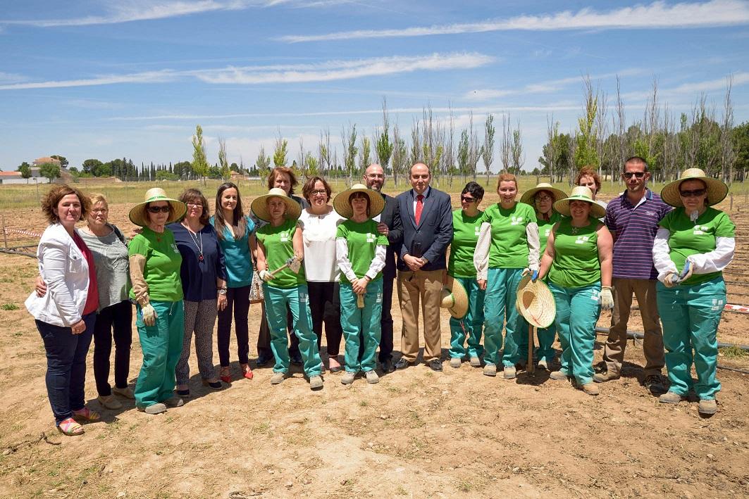 La delegada de la Junta visita el taller de empleo de agricultura ecológica y comercialización online