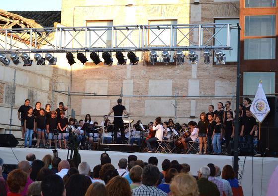 La inauguración sirvió también para el acto de clausura del curso de la Escuela de Música