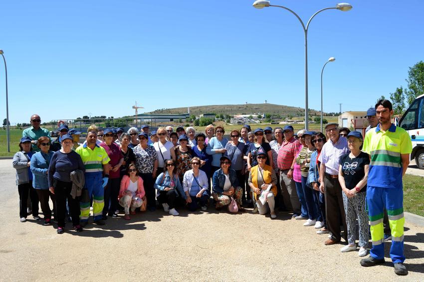 Los mayores de Herencia conocen las instalaciones de tratamiento y depuración del ciclo integral de agua de su localidad