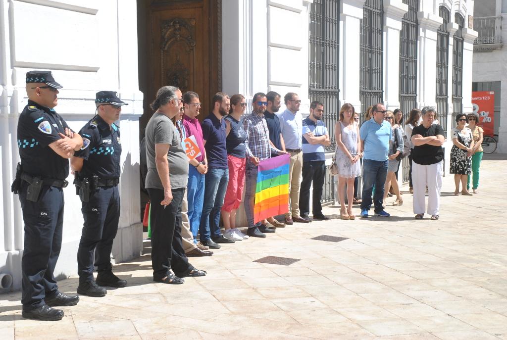 El Ayuntamiento de Tomelloso condena el atentado de Orlando con un minuto de silencio