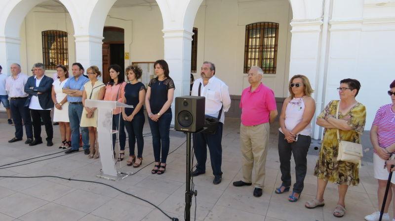 Minuto de silencio en Manzanares como condena al atentado homófobo ocurrido en Orlando