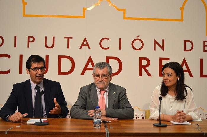 Pilar Zamora con el Consejero de Educación