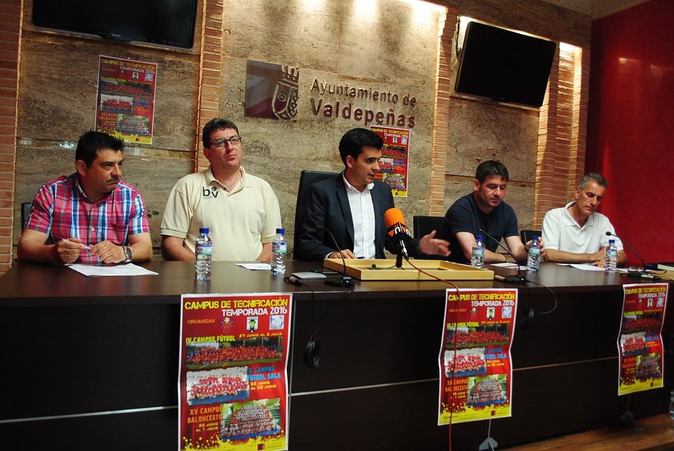 Presentación de los campus deportivo de verano de Valdepeñas