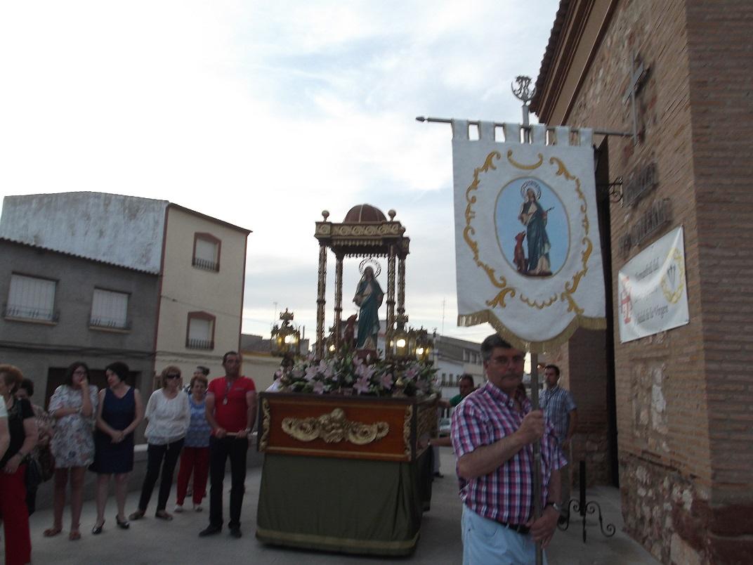 Con la procesión comenzaron las fiestas en el barrio de Santa Quiteria en La Solana