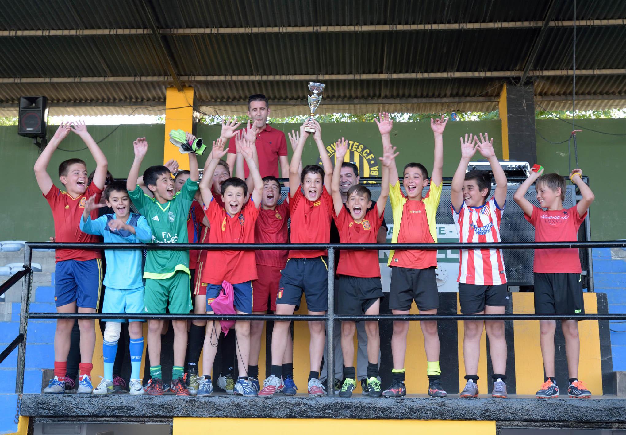 El Maratón Escolar de Futbol-8 celebró su décima edición con la participación de 240 escolares