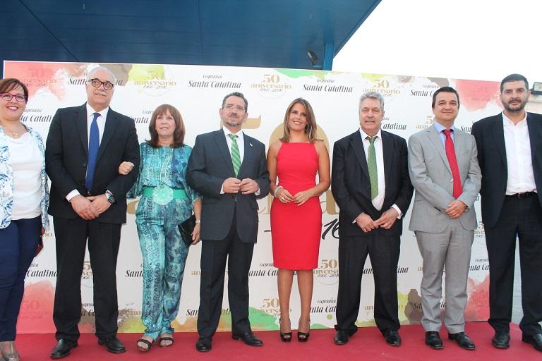 50 aniversario Cooperativa Santa Catalina, autoridades y presentadora
