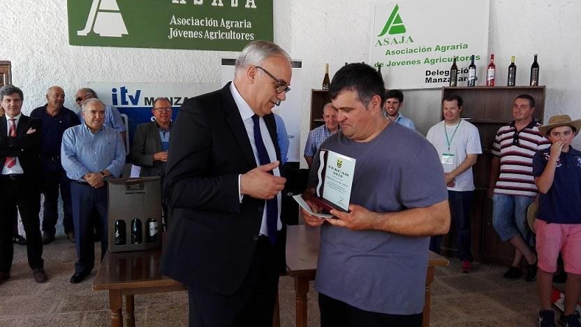 Javier Pedroche vuelve a ganar el Concurso de Habilidad con Tractor de ASAJA