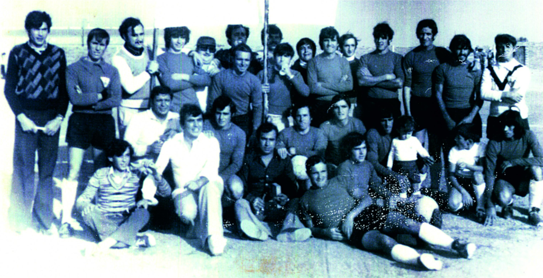 Celebrando el primer ascenso con la peña El Cornetín en la temporada 1977-1978