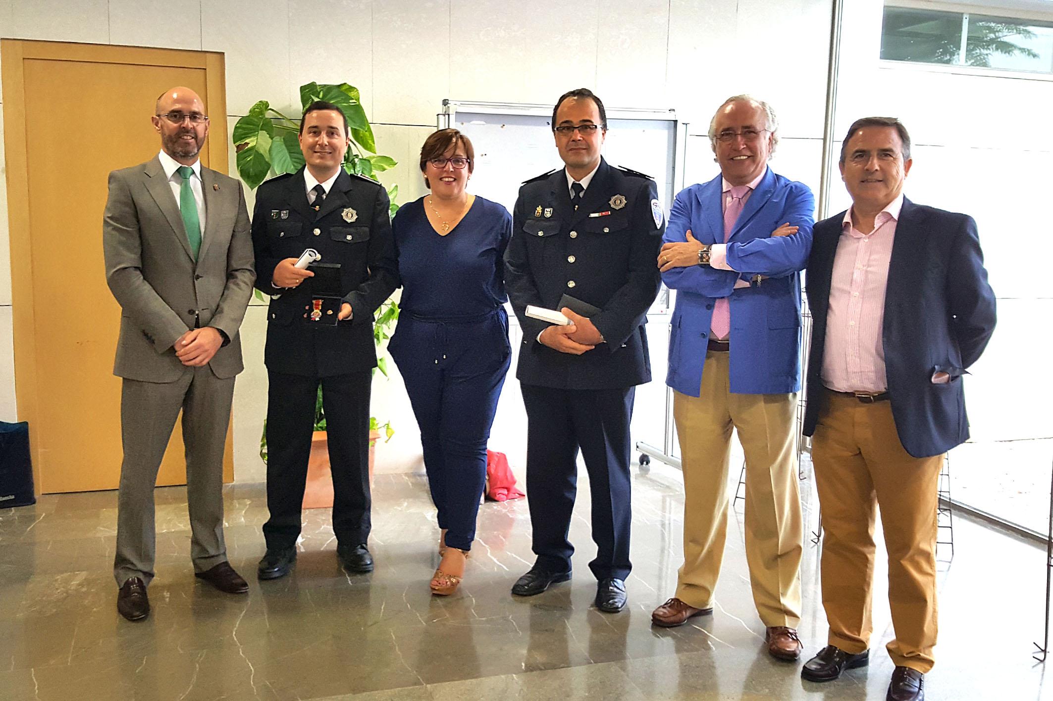 Condecoraciones Policias Locales premiados con autoridades