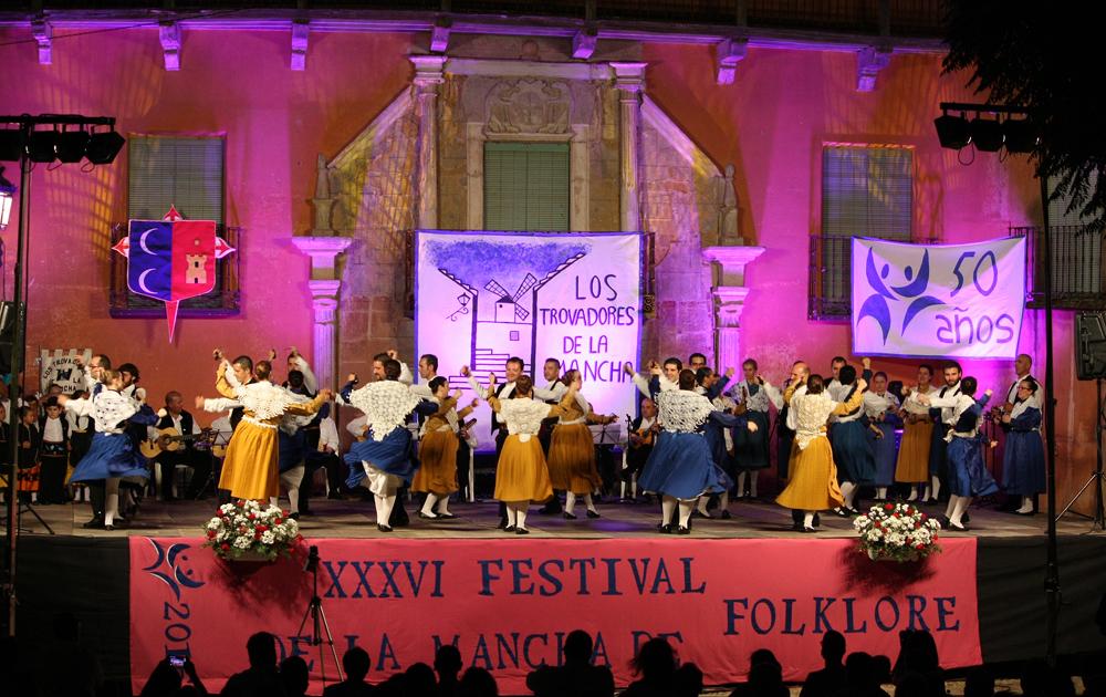 Daimiel y Langreo dejaron su huella en el XXXVI Festival Nacional de Folclore de La Mancha