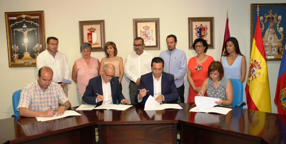 Antonio Lucas-Torres y Agustín Olivares firman el 'Acuerdo de Legislatura' en Campo de Criptana