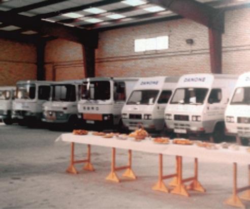 Flota de camiones en las nuevas instalaciones en el año 1983