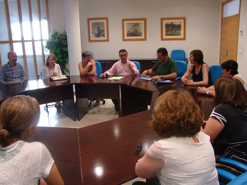 El alcalde de Campo de Criptana recibe en el Ayuntamiento a la nueva junta directiva de Aspana