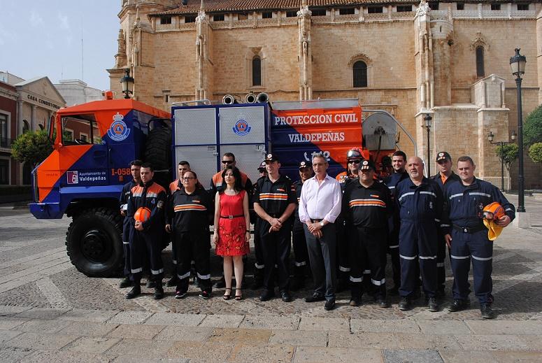 Protección Civil Valdepeñas incorpora a su flota un camión contra incendios e inundaciones