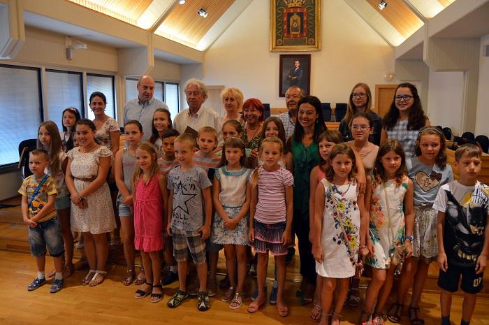 Pilar Zamora recibe a los ucranianos que pasan el verano en Ciudad Real gracias a C.R.E.A.N.