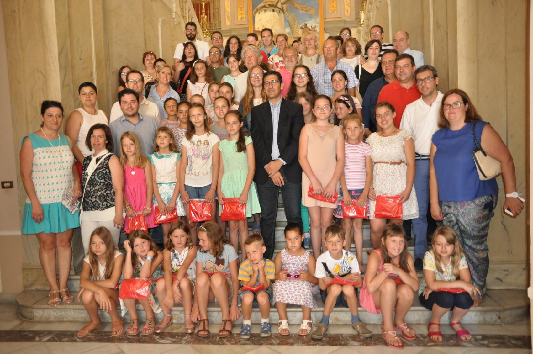 Caballero destaca la concienciación social que producen los niños ucranianos y saharauis