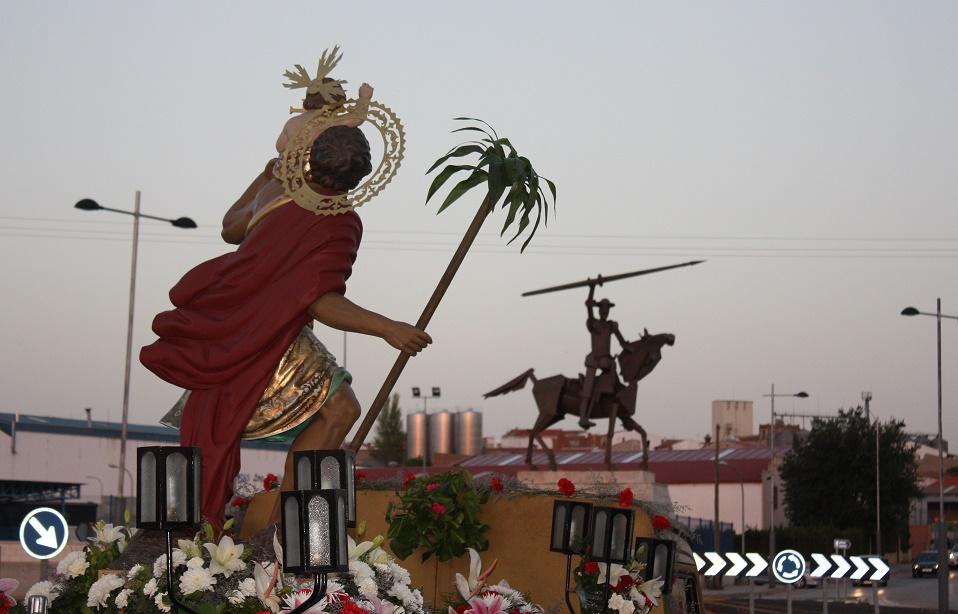 San Cristóbal estrenó iluminación en su ermita y celebró su festividad