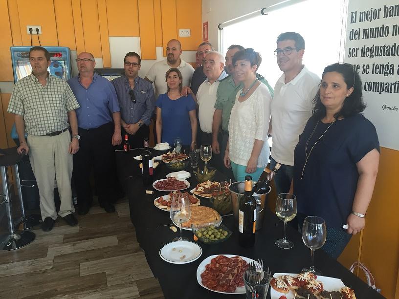 Miembros de la corporación municipal acompañaron a los hosteleros en las celebraciones de Santa Marta en Alcázar