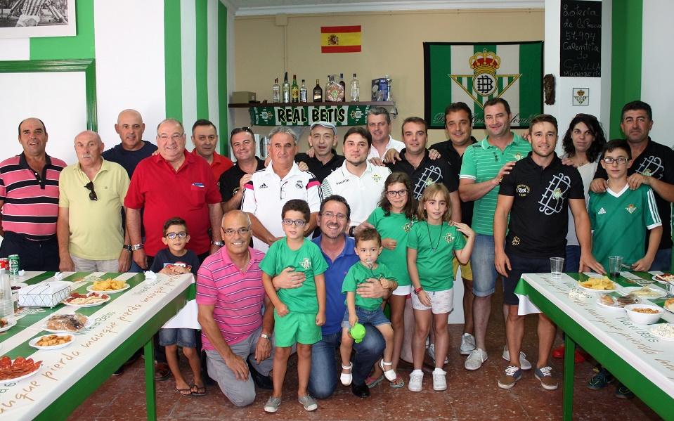 'Los Asauras' ya animan al Betis en su propia sede de La Solana