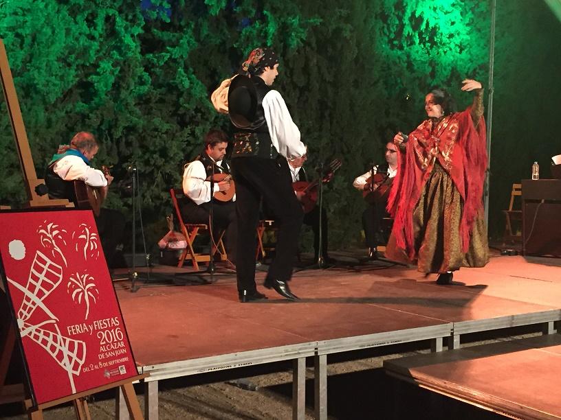 El círculo de los cipreses acogió la presentación del programa de la Feria y Fiestas de Alcázar 2016