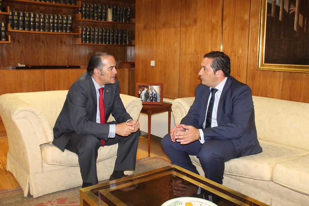 Lucas-Torres se reúne con el delegado del Gobierno en la región para abordar temas de interés para el municipio