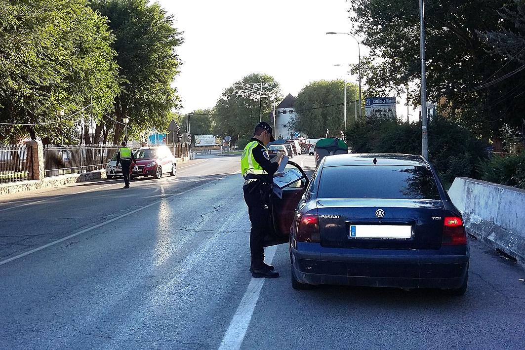 La Policía Local de Argamasilla de Alba supervisa 560 vehículos durante la campaña especial de control sobre uso del cinturón de seguridad y SRI
