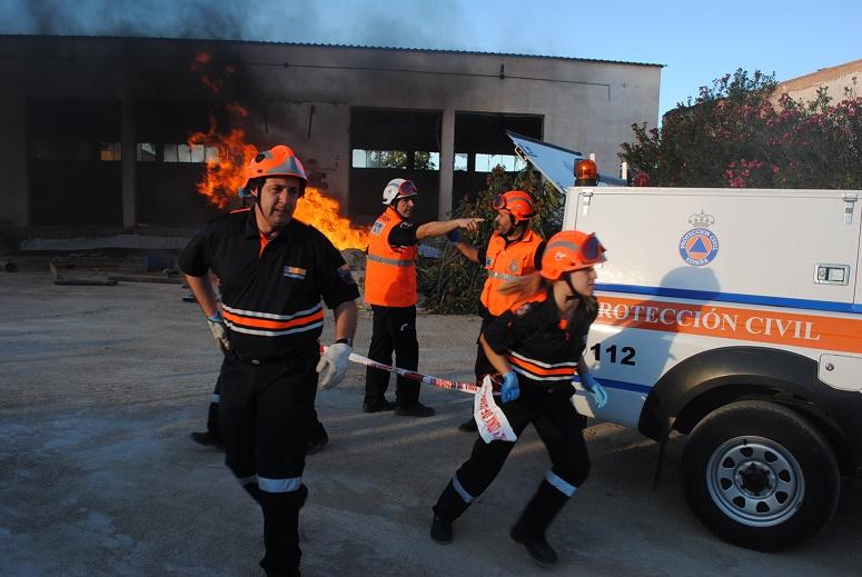 Diferentes agrupaciones de Protección Civil participan en el simulacro de un derrumbamiento en Valdepeñas
