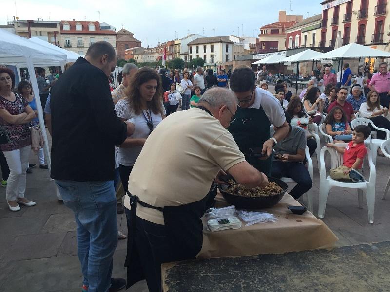 La Plaza de España de Alcázar acogió, un año más, la Fiesta del Pistacho Ecológico