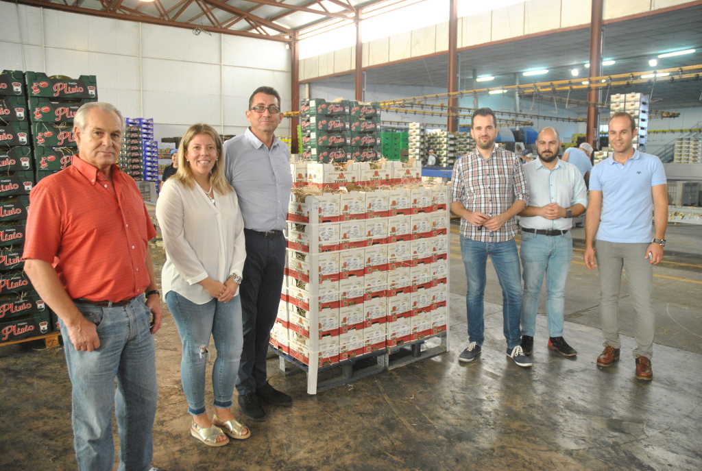 Santiago Apóstol muestra a la alcaldesa sus nuevas líneas de comercialización