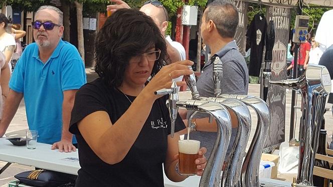 La buena aceptación de la primera muestra de cerveza artesana la incluirá en el calendario de eventos de Alcázar