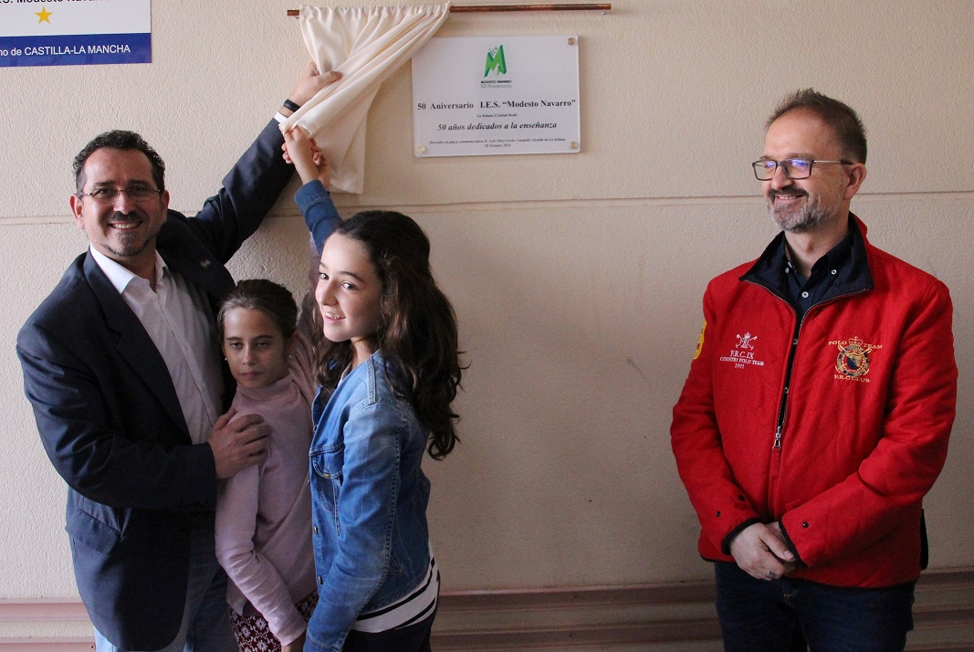 El IES Modesto Navarro de La Solana descubre una placa por su 50º aniversario