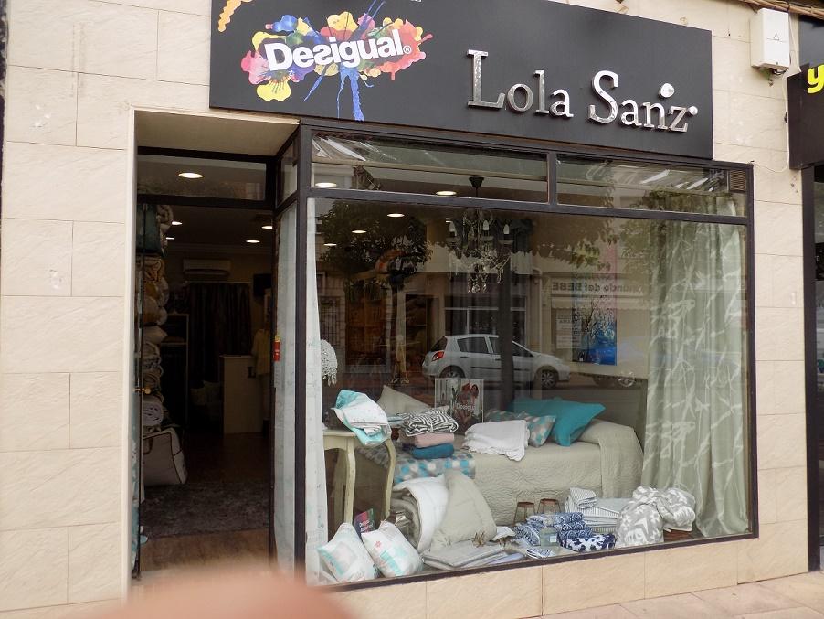 Lola Sanz viste de otoño tu hogar con confortables nórdicos, alfombras y cortinas o estores en Alcázar de San Juan
