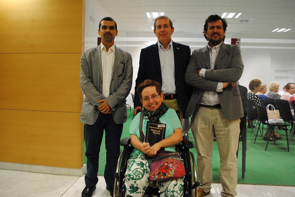 La Confianza acogió la presentación de 'Pájaros de Silencio', Premio Internacional de Poesía 'Juan Alcaide'