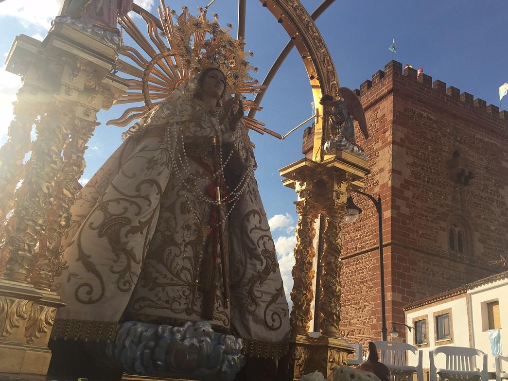 Con la procesión de la Virgen del Rosario por las calles de Alcázar de San Juan finalizaron las Fiestas de la Vendimia