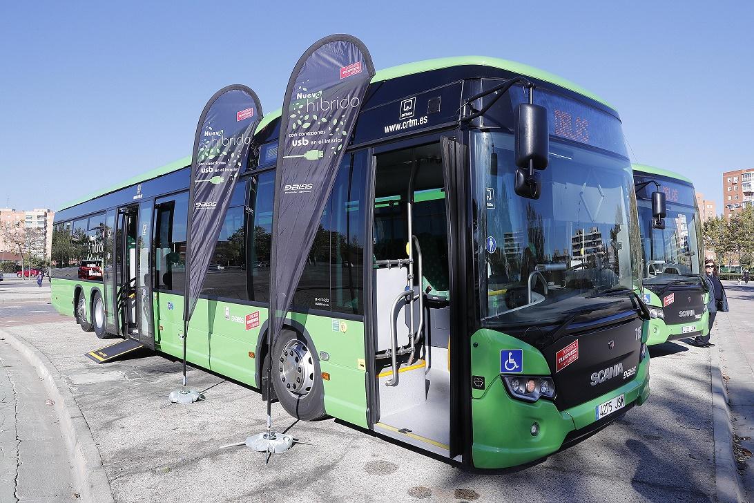 La Comunidad de Madrid incorpora 13 nuevos autobuses híbridos a las líneas que conectan Alcorcón y Móstoles con la capital