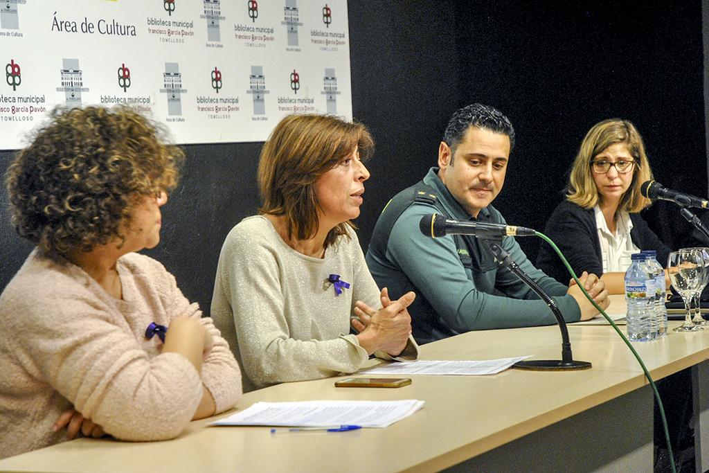 Con la lectura de un manifiesto, el Ayuntamiento de Tomelloso conmemora el Día Internacional contra la Violencia de Género