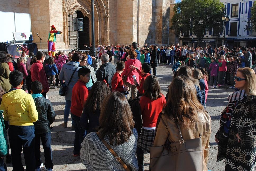 Más de 300 escolares celebraron en la Plaza de España de Valdepeñas el Día Internacional de los Derechos del Niño