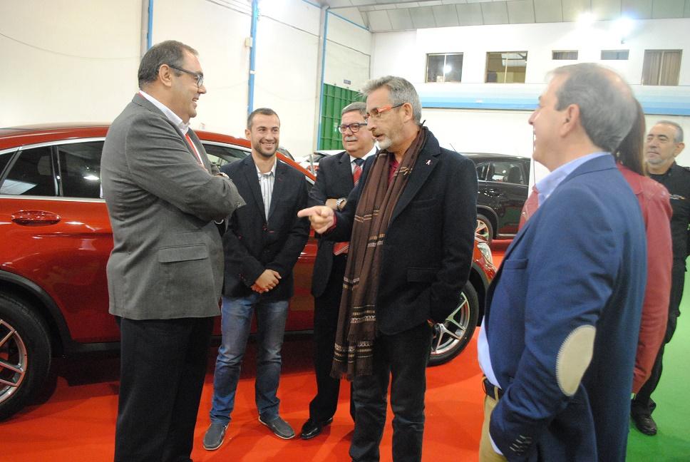 El alcalde inauguró el 'XX Salón del Automóvil' de Valdepeñas