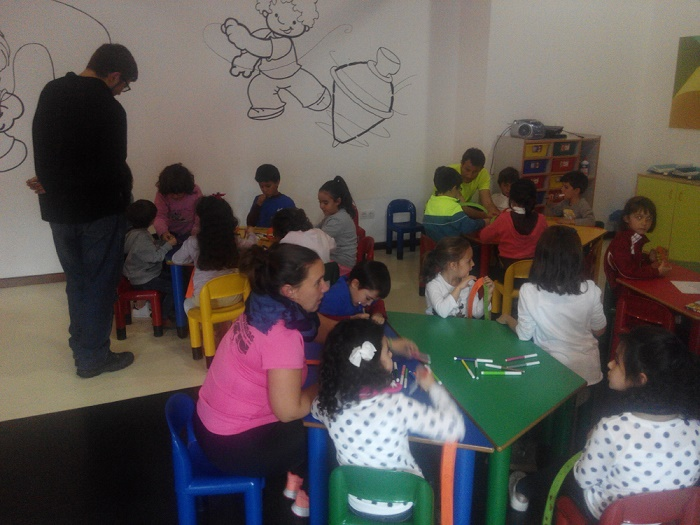 Talleres de manualidades creativas en la ludoteca de Campo de Criptana para conmemorar el Día Universal de la Infancia